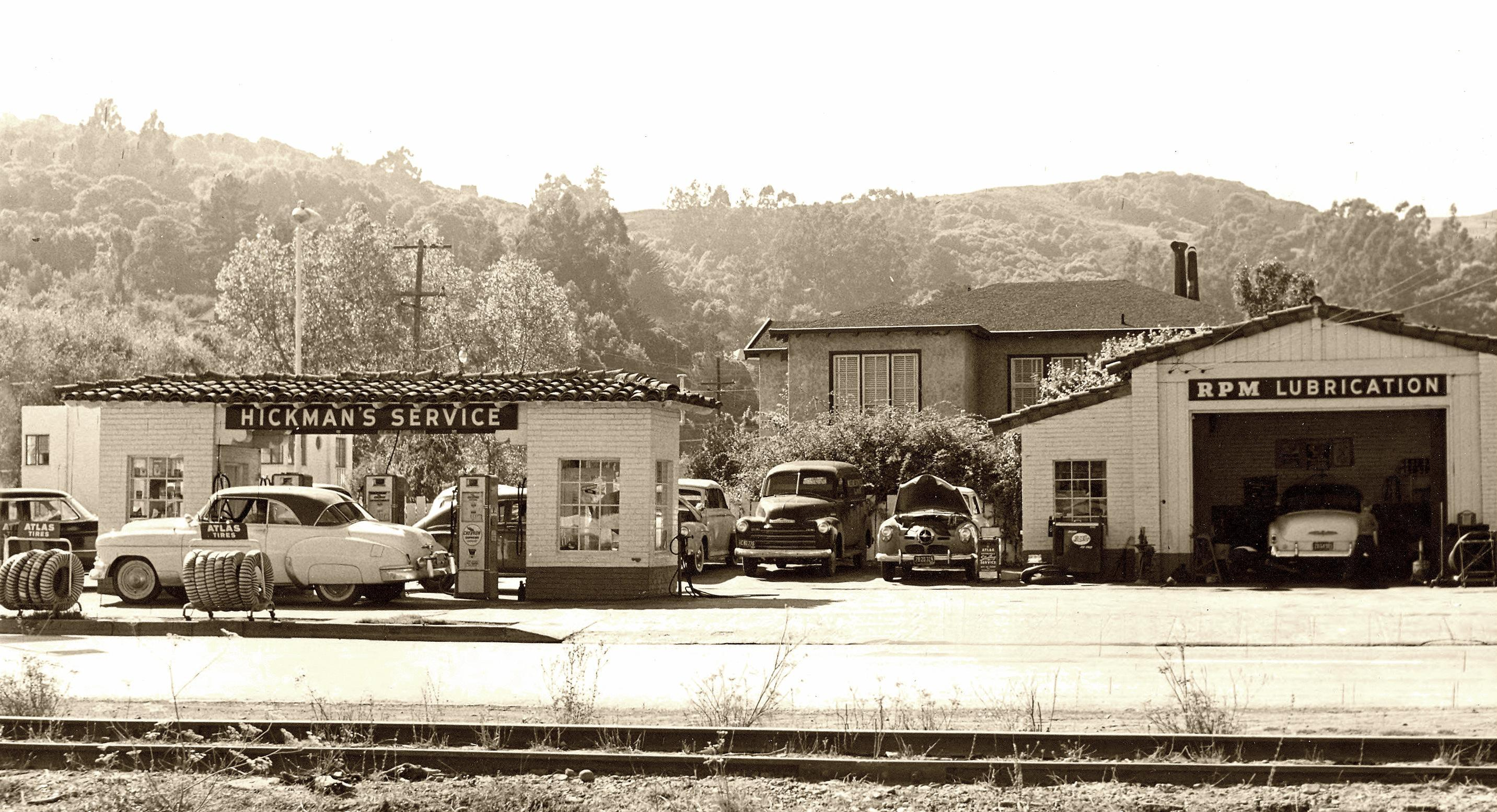 Hickman's Chevron Station – 1950s > click to enlarge