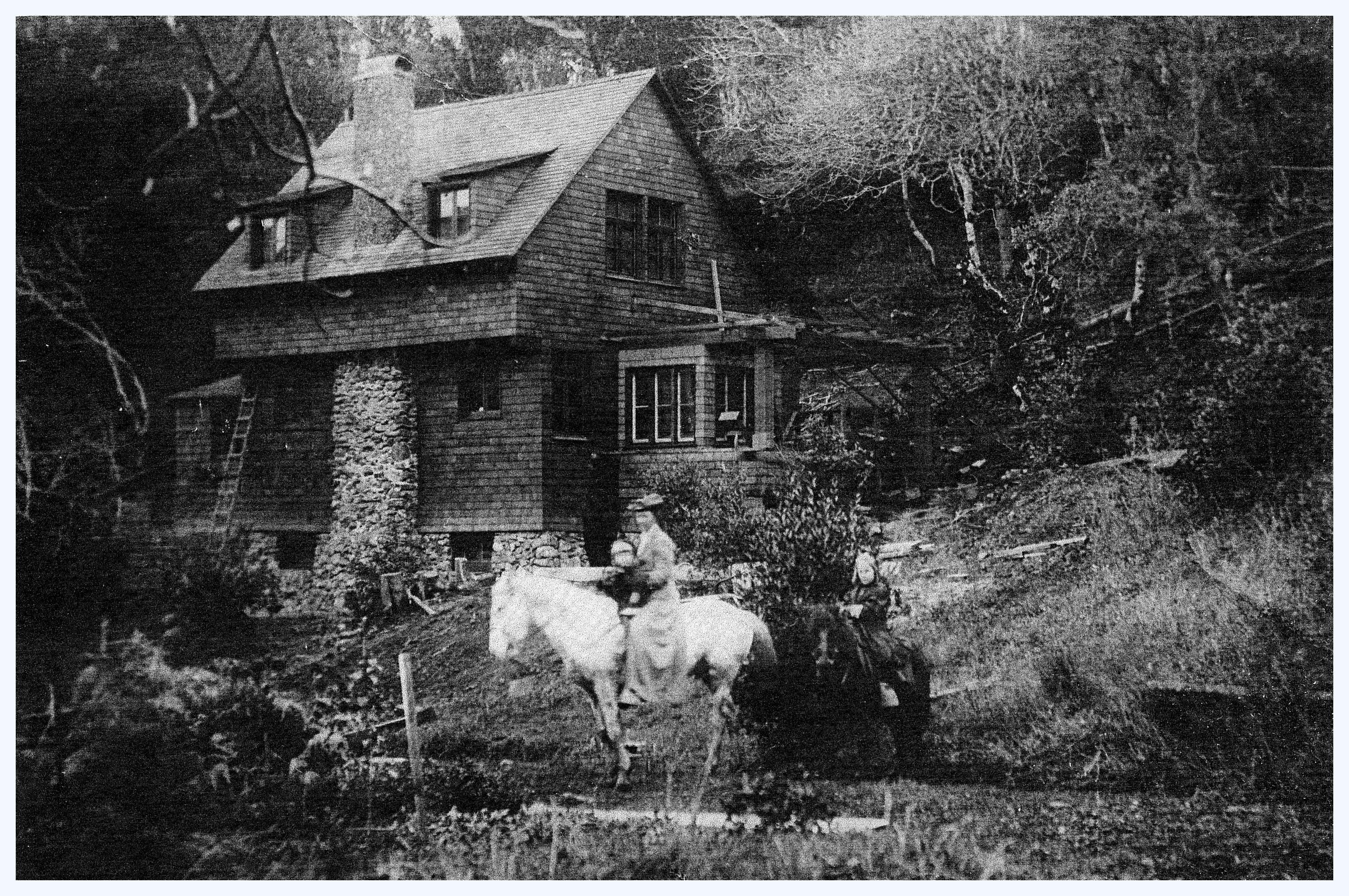 Eells farm house, wife and daughters - 1907